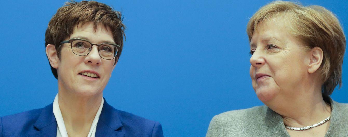 """""""Шкодую про це рішення"""". Меркель прокоментувала відмову своєї наступниці боротися за пост канцлерки"""