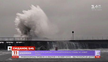 """Западная Европа страдает от мощного урагана """"Кира"""""""