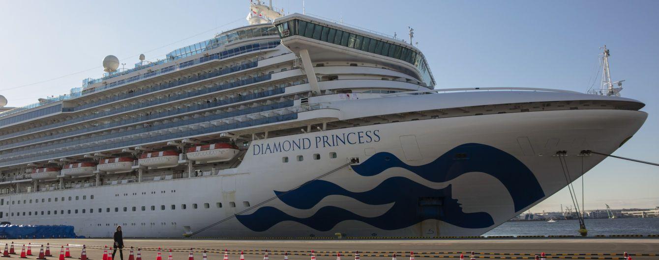 С охваченного коронавирусом лайнера Diamond Princess эвакуируют пенсионеров