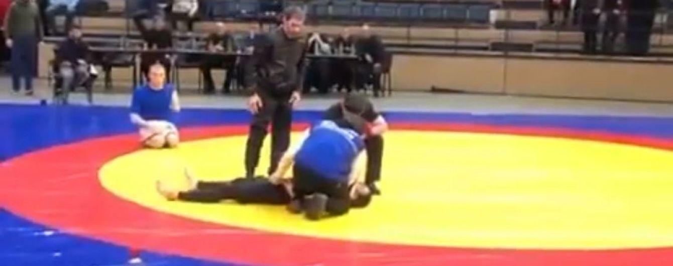 Дагестанский борец получил жуткую травму после неудачного болевого приема