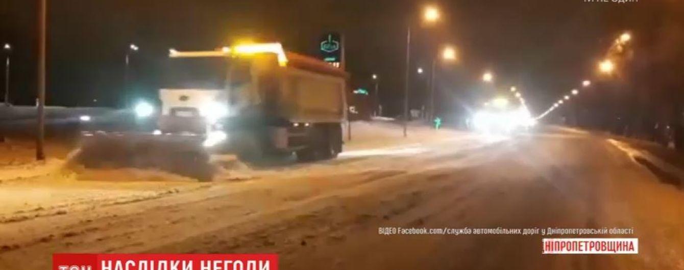 На Дніпропетровщині через негоду закрили одну з трас: зі снігового полону врятували 16 людей