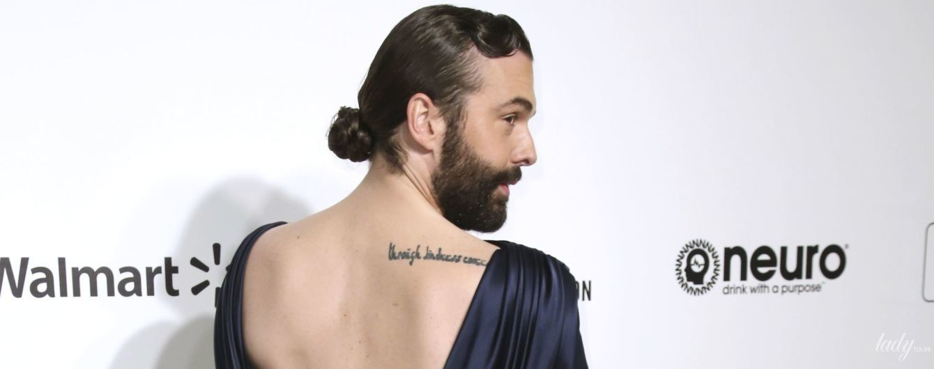 С бородой и в платье с обнаженной спиной: американский телеведущий на вечеринке Элтона Джона