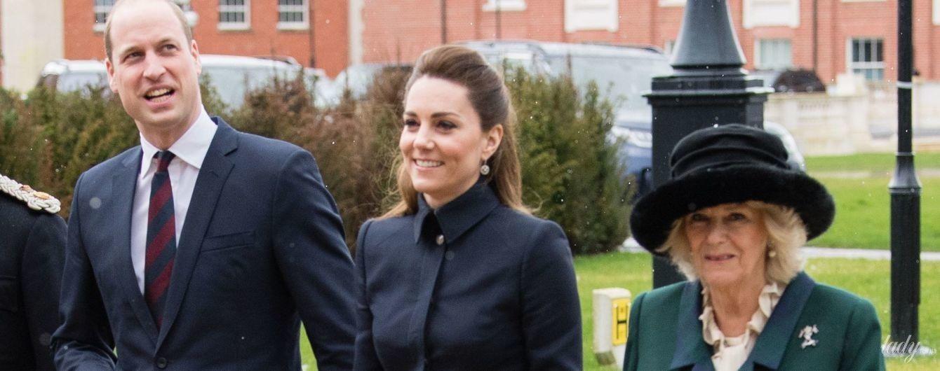 В жакеті мілітарі і спідниці міді: герцогиня Кембриджська з принцом Вільямом відвідали захід