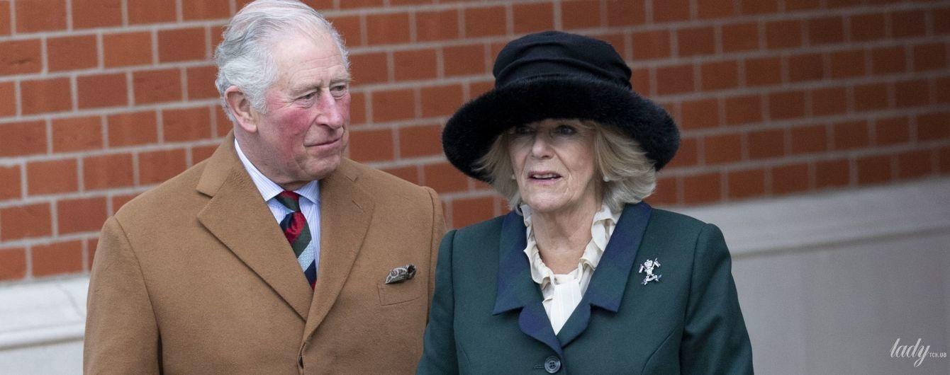 Ах, як він на неї дивиться: фотографи заскочили принца Чарльза і герцогиню Корнуольську під час візиту до Лафборо