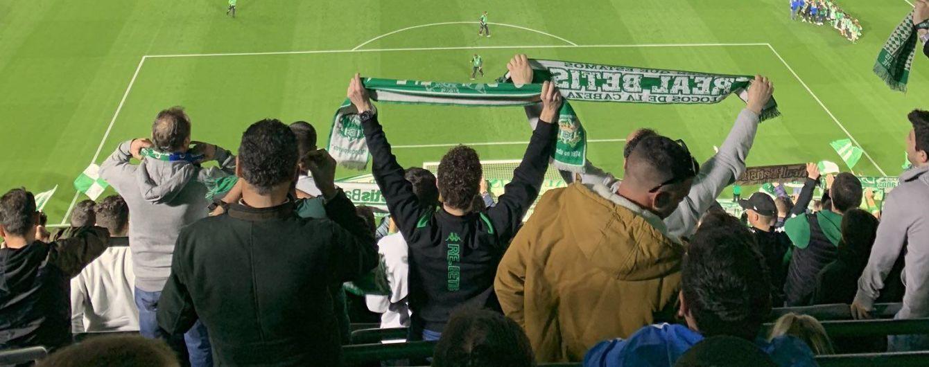 """Фанаты испанского клуба выгнали подростка со стадиона из-за футболки """"непримиримого врага"""""""