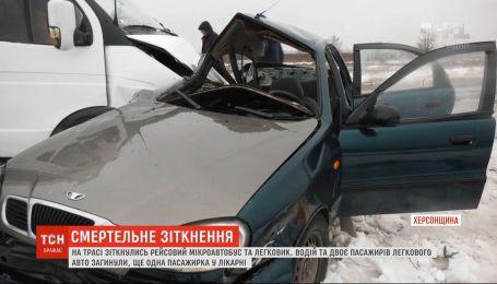 В Херсонской области столкнулись рейсовый автобус и легковушка, есть погибшие