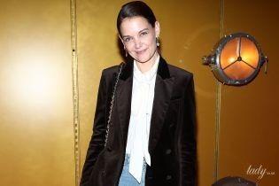 У вельветовому жакеті і блузці з бантом: стильний лук Кеті Голмс на Нью-Йоркському тижні моди