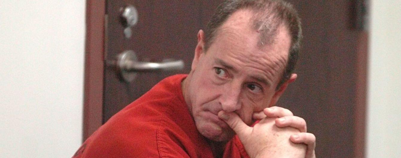 Батька Ліндсі Логан заарештували за домашнє насильство