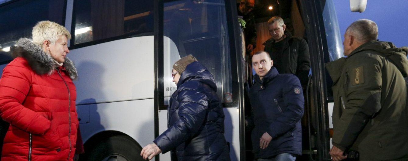 Все освобожденные 29 декабря пленные получили предложения новой работы и жилья - Минветеранов