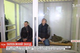 Один з двох водії, яких затримали на в'їзді у Закарпаття після стрілянини у Мукачеві, вніс заставу