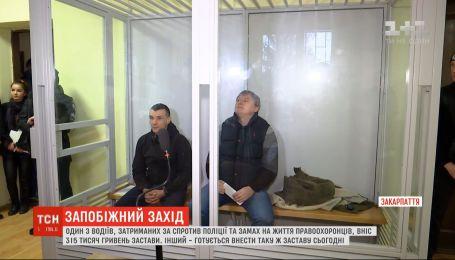 Один из двух водители, которых задержали на въезде в Закарпатья после стрельбы в Мукачево, внес залог