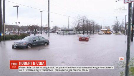 Юг США страдает от наводнения из-за ливней