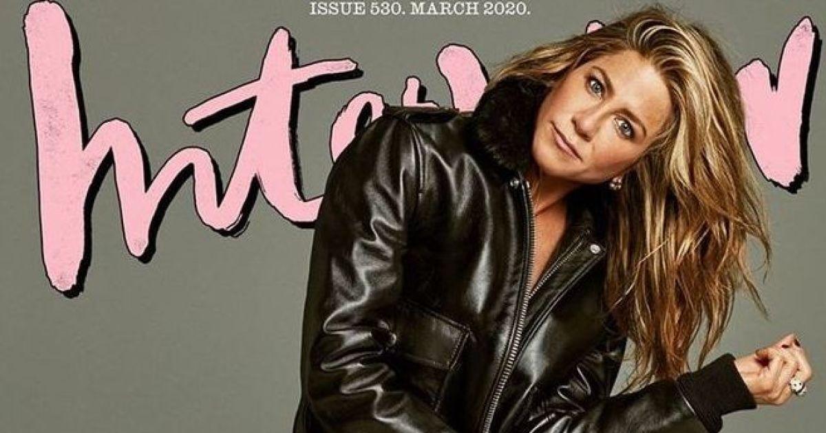 В мінішортах, бюст'є і ботфортах: Дженніфер Еністон знялася у відвертому фотосеті