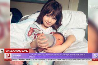 Мила Йовович рассказала, что у новорожденной дочери проблемы со здоровьем