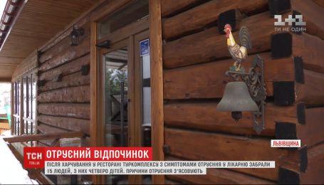 Після вечері у ресторані Львівської області з отруєнням у лікарню забрали 15 туристів