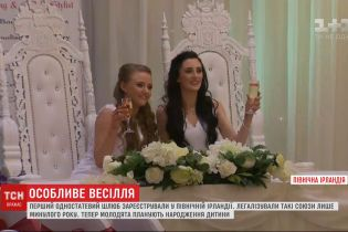 Впервые в Северной Ирландии брак зарегистрировали две девушки