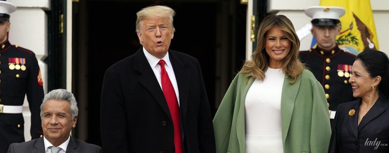 В мятном пальто и юбке с перфорацией: Мелания Трамп на встрече с президентом Эквадора