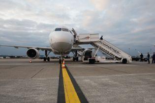 Туристы, которые прилетели с Бали, отказались от обсервации и заявили, что их не выпускают из самолета