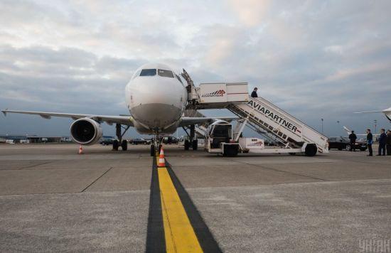 Туристи, які прилетіли з Балі відмовилися від обсервації та заявили, що їх не випускали з літака