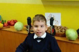 8-летний Алеша нуждается в операции, чтобы получить шанс ходить