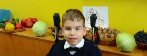 8-річний Олексійко потребує операції, щоб отримати шанс ходити