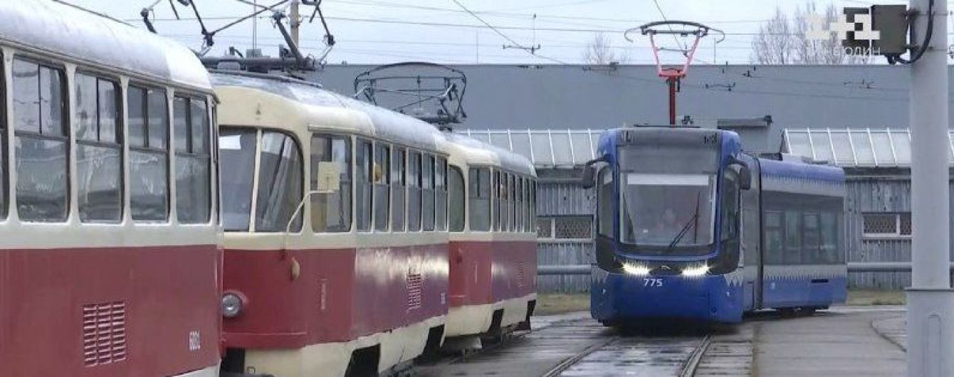 Вмещает более 800 пассажиров и разгоняется до 120 км/час. Какое транспортное обновление ждет жителей левого берега столицы
