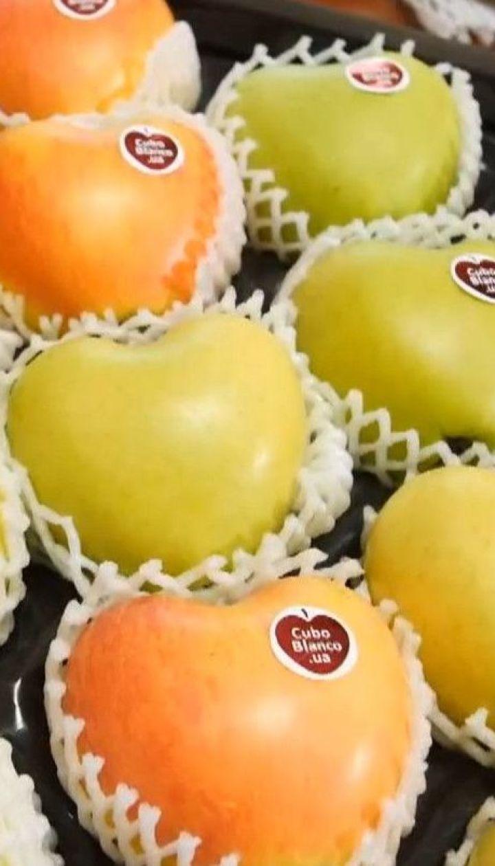 Яблука у формі серця та огірки-зірки: переселенець з Донецька вирощує оригінальні фрукти та овочі