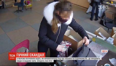 Одеськими копами, які під час обшуку привласнили майно незрячих, займеться ДБР