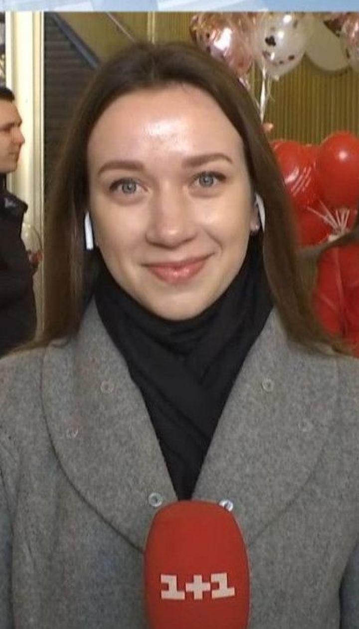 День закоханих: київський фунікулер дає безкоштовний проїзд за обійми чи поцілунок