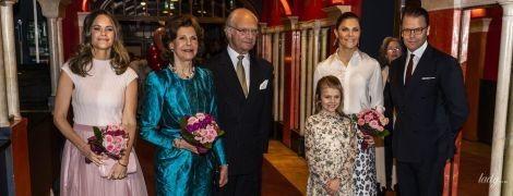 Королева Сільвія в яскравій сукні, а принцеса Софія в спідниці-пачці: члени шведської королівської сім'ї на концерті