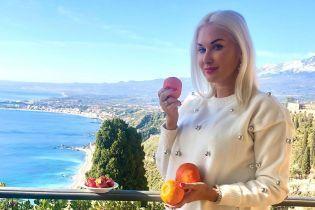 Стильные луки, красивые пейзажи и местные деликатесы: Екатерина Бужинская показала, как отдохнула на Сицилии