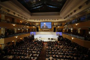 """Глава Мюнхенской конференции посоветовал """"не воспринимать так ужасно серьезно"""" предложенный план Украине"""
