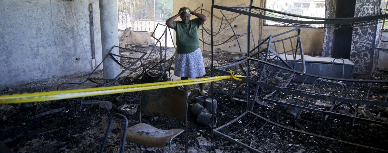 На Гаити в пожаре погибли 17 детей