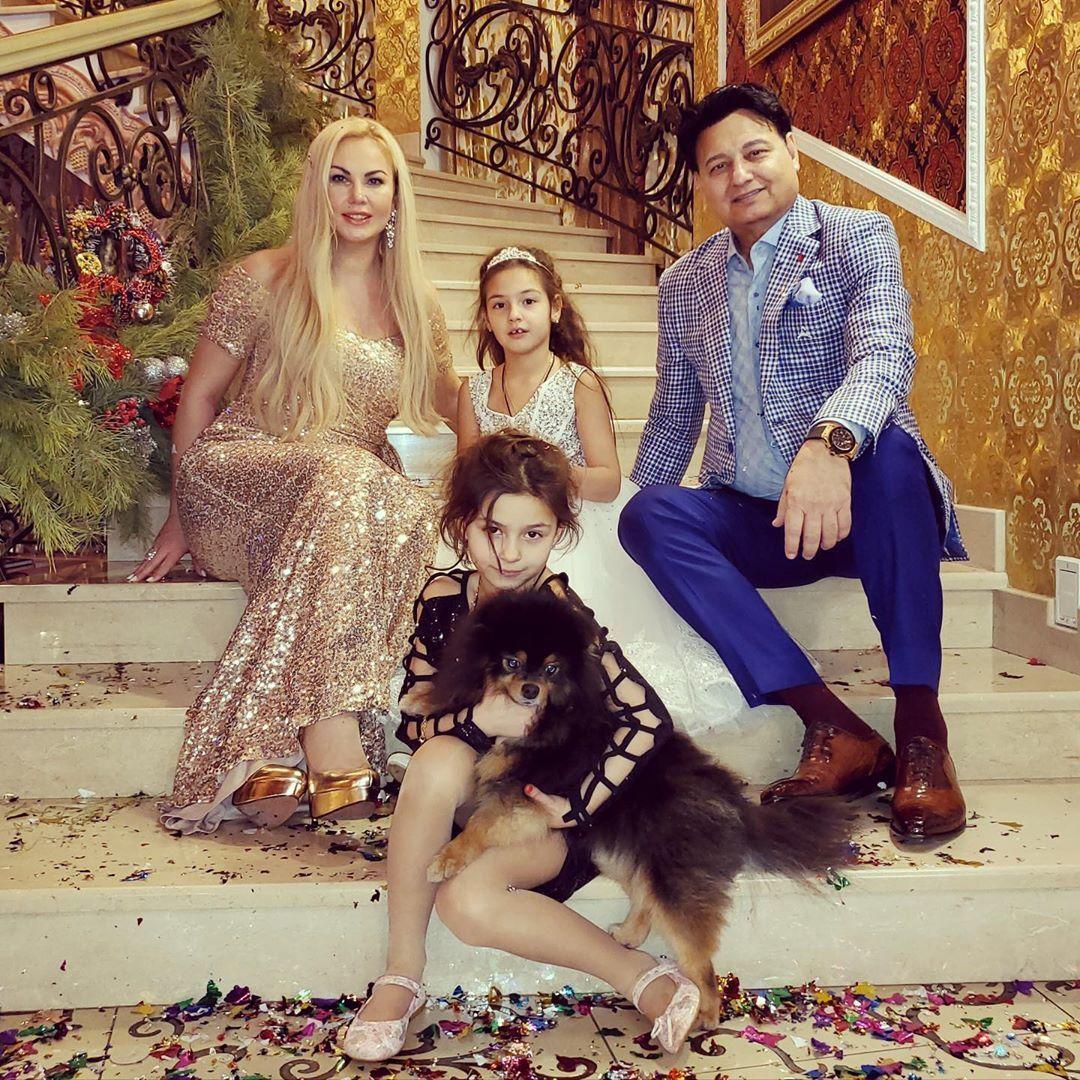 Камалія з чоловіком і дітьми
