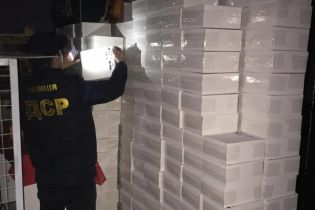 Контрабандисты поставляли большими партиями сигареты из оккупированного Донбасса. Им помогали военнослужащие