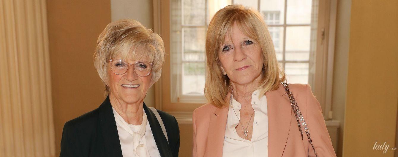 Які стильні: мама і свекруха Вікторії Бекхем на показі дизайнерки в Лондоні