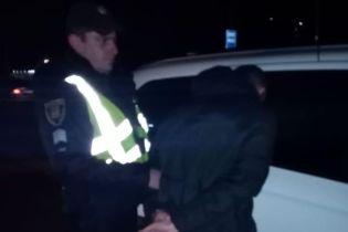 У Броварах п'яний поліцейський на авто збив двох людей і хотів утекти