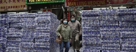 Коронавірус в Китаї. У Гонконгу озброєні грабіжники викрали сотні рулонів туалетного паперу