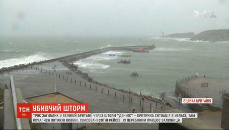 """В Уэльсе началась эвакуация из-за мощного шторма """"Деннис"""""""