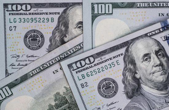 """19 травня долар здешевшає: курси валют від НБУ, у банках, обмінниках та на """"чорному"""" ринку"""