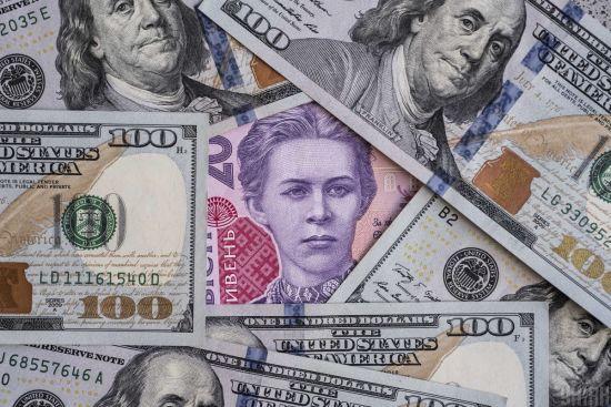 Долар і євро залишилися стабільними. Курси валют Нацбанку на 18 лютого