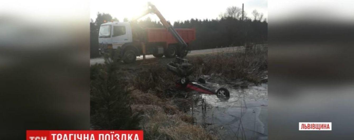 Правоохоронці розглядають дві версії загибелі 4 юнаків на Львівщині: літня гума і водій напідпитку