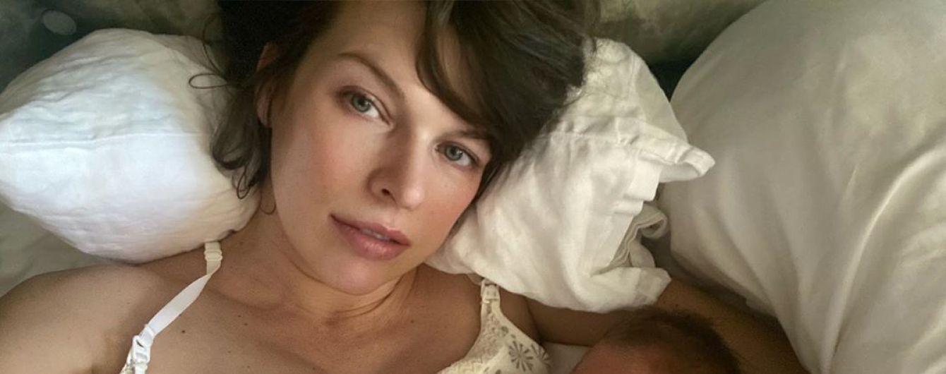 """""""Первый день без фотоодеяла"""": Милла Йовович поделилась успехами в лечении новорожденной дочери"""