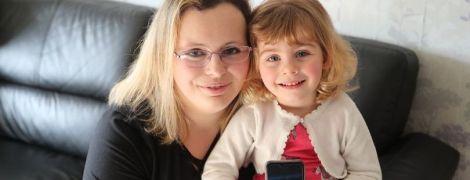 Двухлетняя дочь спасла британку от смерти с помощью звонка бабушке в Facebook