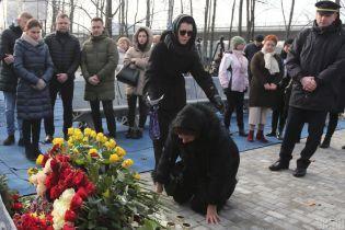 """""""Вони назавжди з нами"""". У """"Борисполі"""" вшанували пам'ять загиблих в авіакатастрофі під Тегераном"""