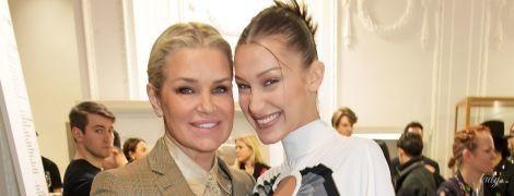Как подруги: Белла Хадид и ее мама Иоланда на вечеринке в Лондоне
