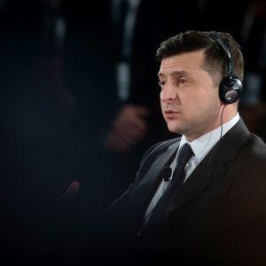 """Вспышка коронавируса. Зеленский пригрозил политикам поселить эвакуированных украинцев в """"особняках в Конча-Заспе"""""""