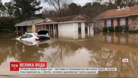 Сильное наводнение затопило по меньшей мере тысячи домов на юге США
