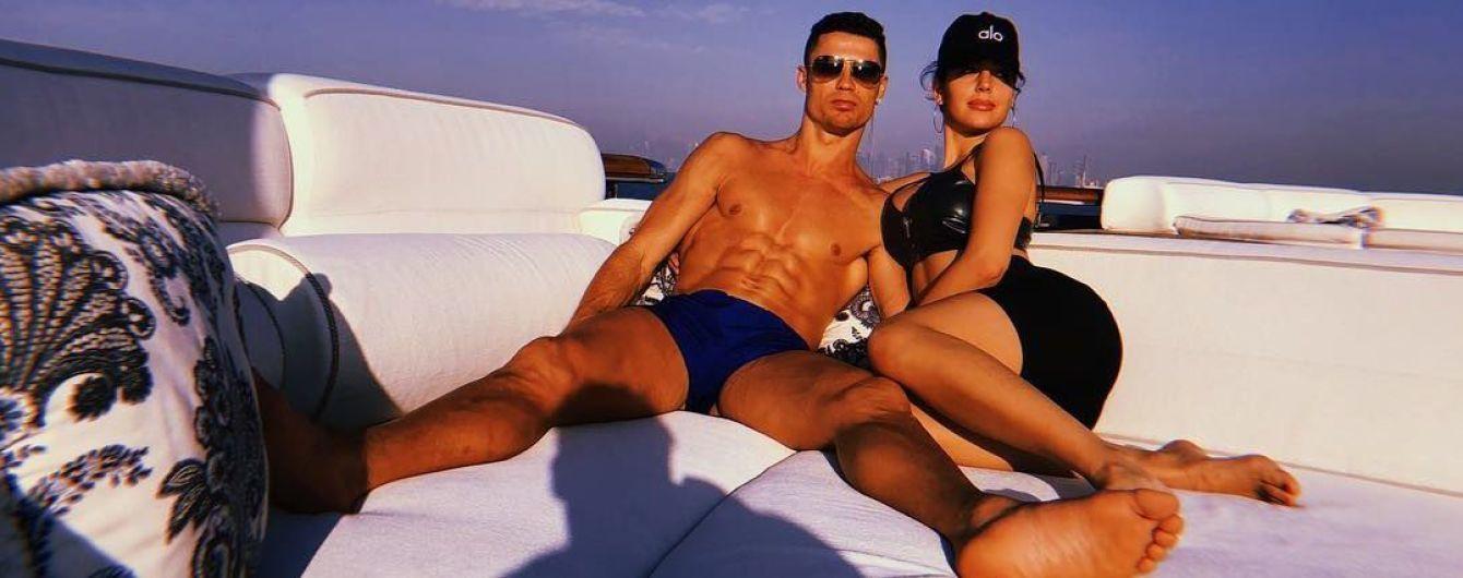 """Іспанська преса: Роналду платить Джорджині Родрігес """"кругленьку"""" суму, щоб вона була його дівчиною"""