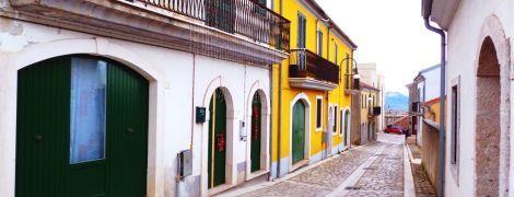 В итальянском городе Теора предлагают жилье, но при одном условии